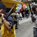 La milicia actúa impunemente, durante actos políticos oficialistas en Caracas y otras ciudades, se ha visto a civiles armados cometiendo desmanes y desafueros.