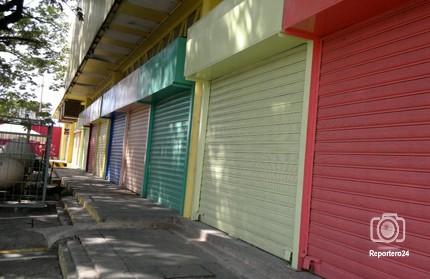 Representantes del Gobierno nacional se reúnen con administradores de locales de centros comerciales, para debatir el decreto que ordena bajar los precios de los alquileres de estos espacios.