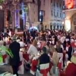 Imagen tomada de un video de la cena de fin de año organizada por Habaguanex en la Plaza de la Catedral de La Habana.  (YouTube)