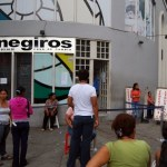Las personas legalmente residenciados  en Venezuela pueden a través de la providencia 096 de CADIVI enviar dinero a sus familares directos en segundo grado de consanguinidad residenciados en el exterior.