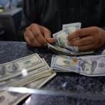 """Las bajas tasas de interés podrían estimular los créditos para """"compra"""" de dólares."""