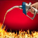 apaga fuego con gasolina