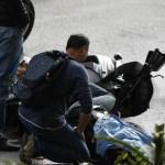 En la grafica el asesinado escolta de Ernesto Villegas para robarle su arma. Una pareja de motorizados le propinó tres impactos de bala