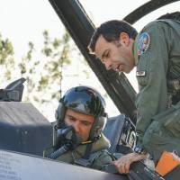 Primul zbor in simpla pe F-16