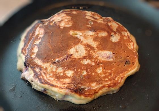 pancakes- clatite americane-cu mure preparare 3