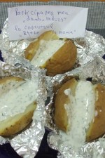 Cartofi copti in staniol, cu sos de iaurt by dana_radu23