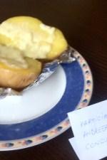 Cartofi copti in staniol, cu sos de iaurt by andreeam