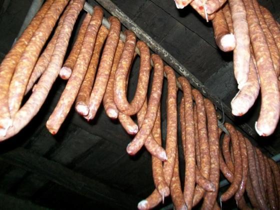 carnati de casa ca in Banat, carnati de casa reteta pas cu pas, zvantarea carnatilor la aer