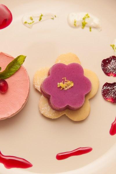 fantezie de vara, desert cu rodii si trandafiri