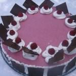 Tort cu crema de fructe de padure si ciocolata