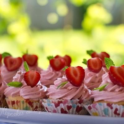 Cupcakes cu capsune