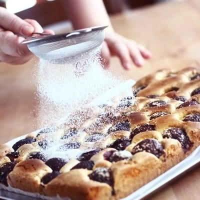 Prăjitură din pandișpan cu prune