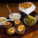 scotch eggs chiftele umplute cu oua