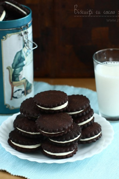 biscuiti cu cacao si crema de ciocolata alba reteta video