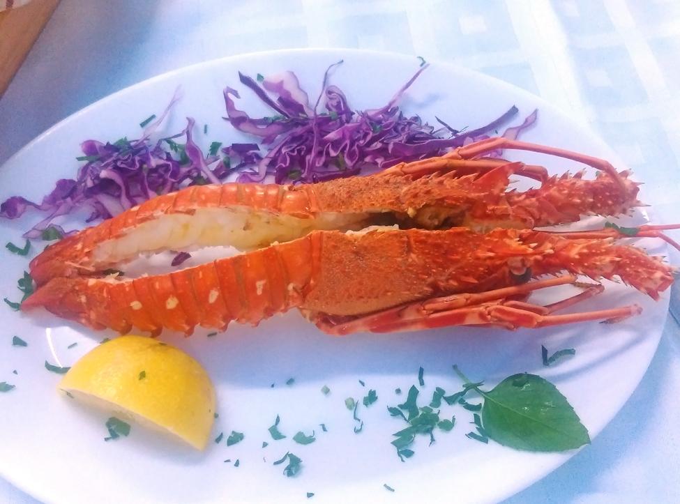 mancarea in Grecia - lobster a la tzitzikas