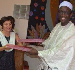 AMADOU BA MEFP et Mme Anne Paugam, Directrice Générale de l'Agence Française de Développement signant des accords de conventions, sur l'énergie, l'eau et l'alimentation
