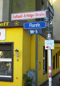 Where the streets have new names: Ein Projekt der Künstler Henrik Mayer und Martin Keil. Foto: Borsig11