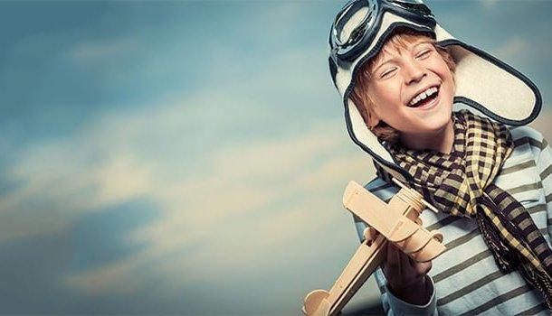 Rir de si mesmo e achar graça nas pequenas coisas é o caminho mais rápido para a felicidade