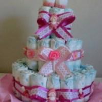 Um bolo de fraldas rosa o up da festa veja modelos