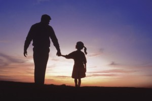 father-and-daughter-silhouette-494x329