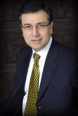 Moeed Pirzada Popular Pakistani TV anchor