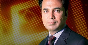 Talat Hussain popular Pakistani TV anchor