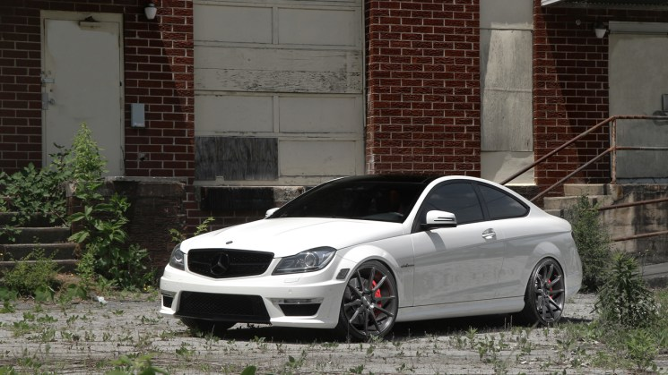 white-mercedes-benz-amg-c63-savini-black-di-forza-bm12-brushed-double-dark-tint-2