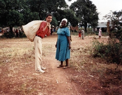 obama-carrying-a-sack-africa