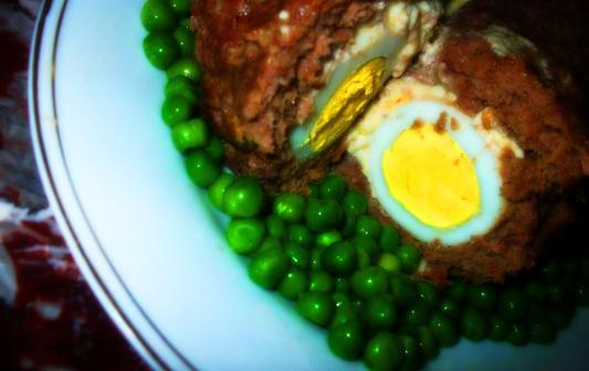 رول اللحم الجبنه و البيض