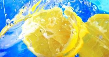 ماء الليمون للشطف افضل عناية لشعرك
