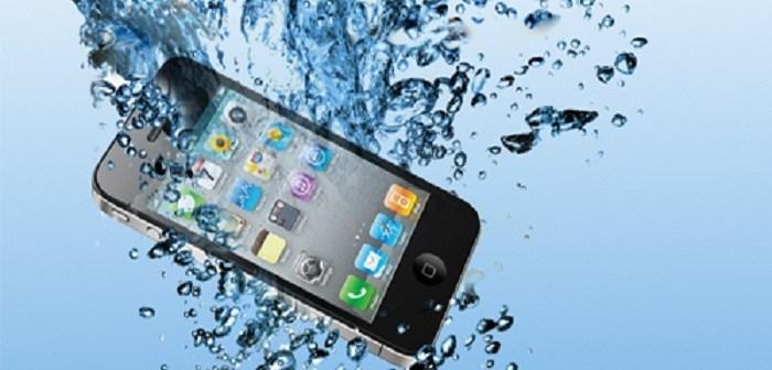ماذا تفعل عندما يسقط هاتفك المحمول في الماء؟