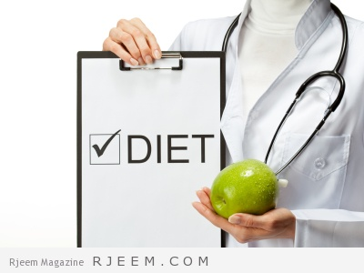Doctor prescribing diet