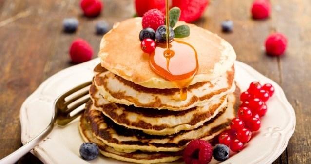 photodune-1482642-pancakes-on-wooden-table-s-638x4251