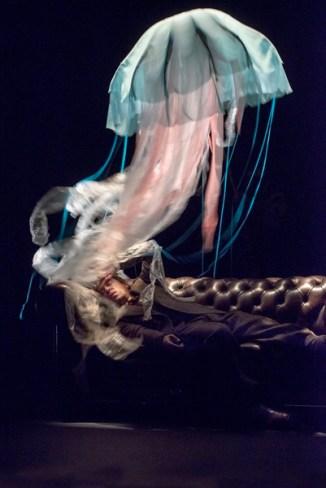 20 000 LIEUES SOUS LES MERS  d'apres Jules Verne - Adaptation et mise en scene : Christian Hecq et Valerie Lesort -  avec :   Christian Gonon (Ned Land),  Christian Hecq (le Capitaine Nemo),  Nicolas Lormeau (le Professeur Aronnax),  Jeremy Lopez (Conseil),  Elliot Jenicot (le Sauvage),  Louis Arene (Flippos),  - Scenographie et costumes : Eric Ruf - Lumieres : Pascal Laajili - Theatre du Vieux Colombier - Comedie-Francaise - septembre 2015  - © Brigitte Enguerand