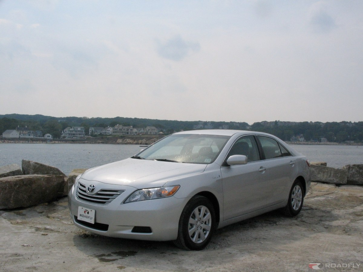 2007 Toyota Camry Hybrid:  Running on Inspiration?  Or Just Fumes?