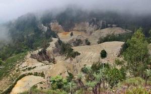 Wawo Muda volcano