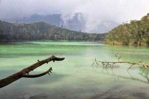 Dieng-plateau Telaga Warna Lake, Java, Indonesia