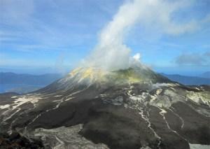 indonesia-solor-lembata-lewotolo-summit