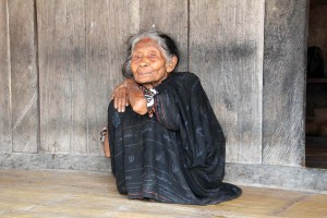 indonesia-flores-bena-village-lady