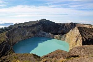 indonesia-flores-kelimutu-volcano-lakes