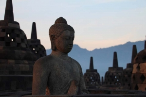 indonesia-java-borobudur-statue
