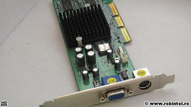 Placa video Sparkle GeForce 4 MX 440 AGP 8X 64MB DDR văzută din laterală, obsevându-se cele două ieșiri video, una fiind de tip VGA (sub formă de trapez), cealaltă fiind de tip S-Video (circulară)