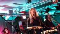 Po treh desetletjih psihedeličnega tripa, neštetih albumih in še bolj neštetih variacijah benda, je kultni japonski tajfun progresivnega rocka in kraut-psihedelije privihral tudi v Šiško.