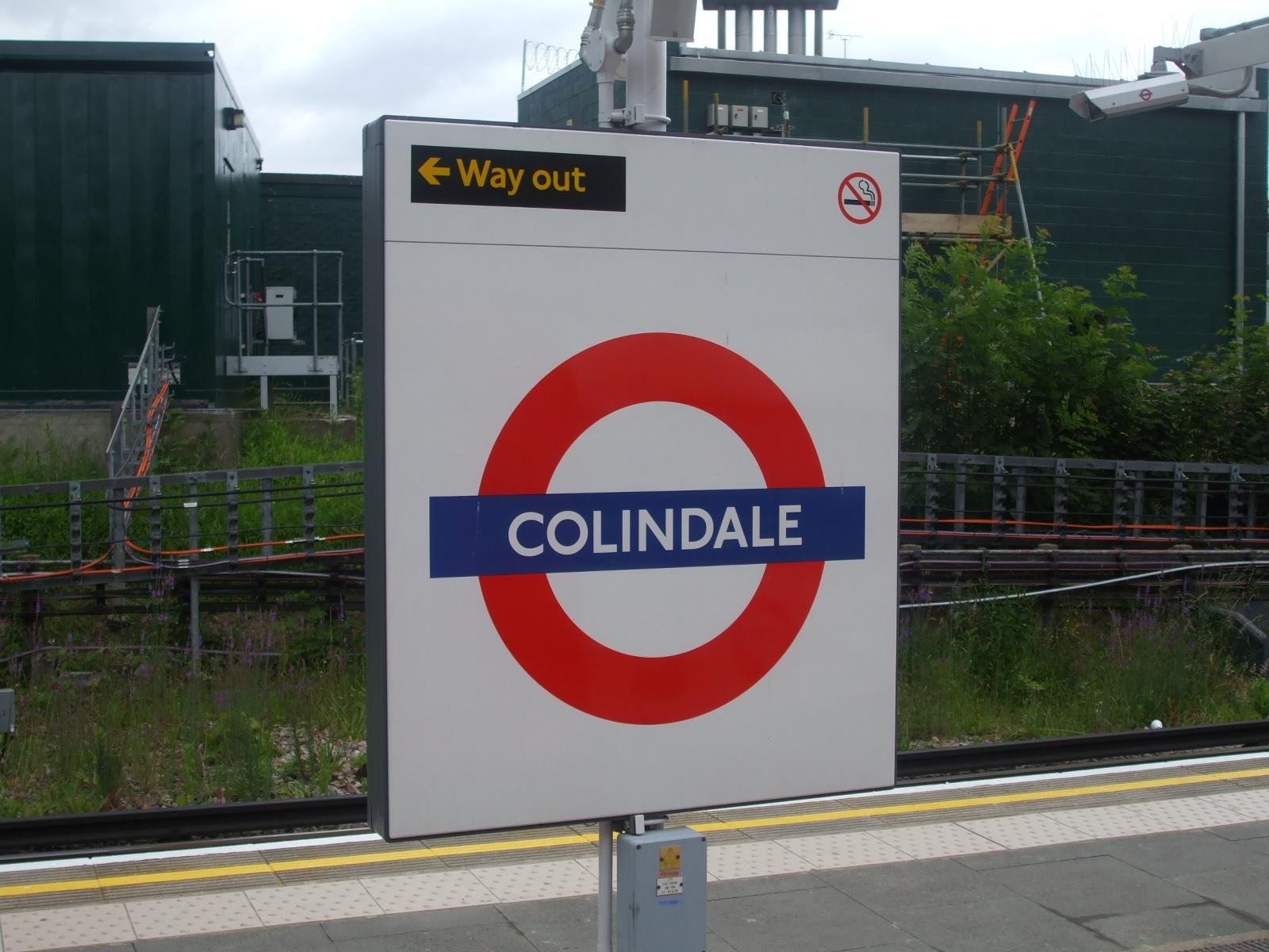 Colindale_station_roundel