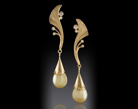 Earrings-18k-Fiji-Pearl-and-Diamonds-02