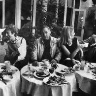 Young Frankenstein - Madeline Kahn, Gene Wilder, Mel Brooks, Teri Garr, Peter Boyle, and Marty Feldman at a restaurant
