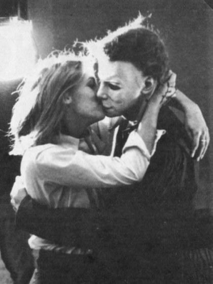 Halloween Behind the Scenes: Jamie Lee Curtis kissing Michael Myers