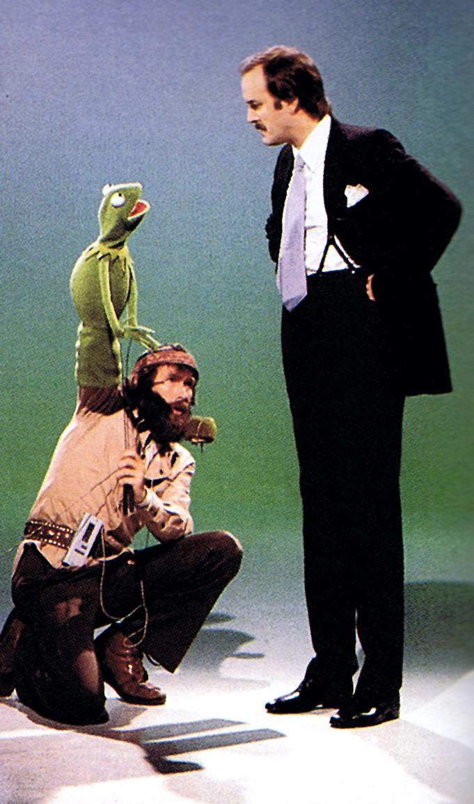 kermit jim henson amp john cleese on set of the muppet show