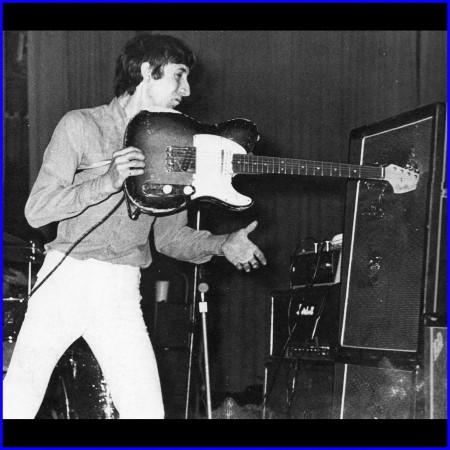 Pete Townshend 47585532