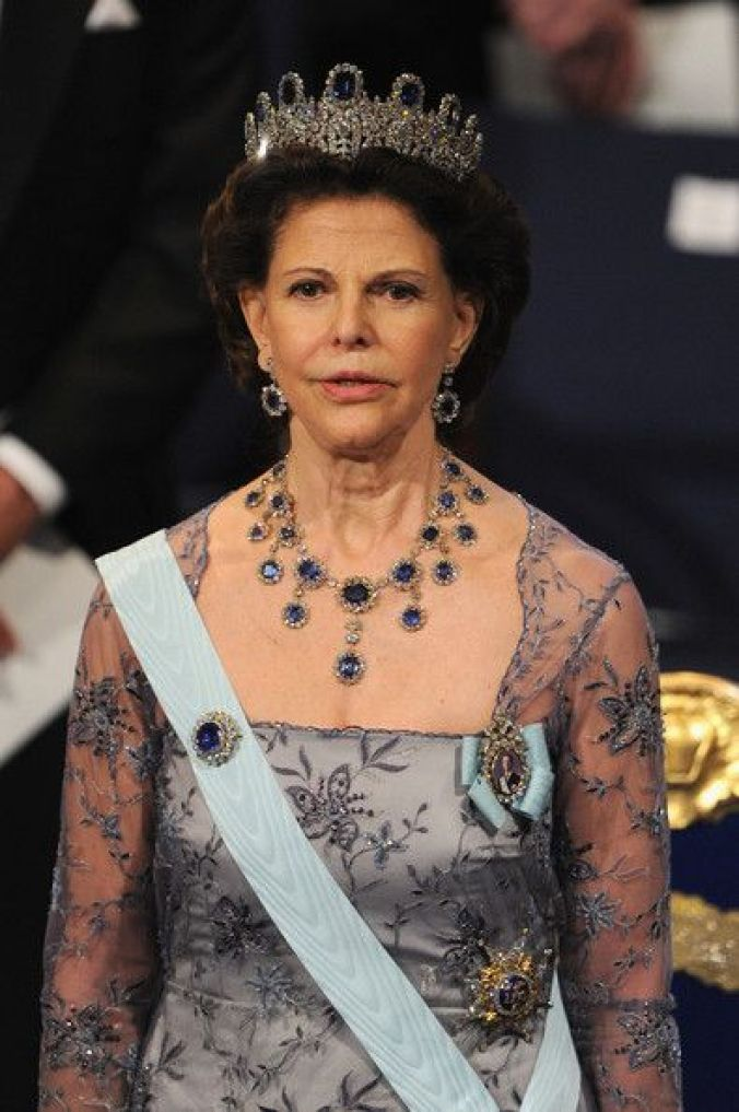 Queen-Silvia-blue-gems
